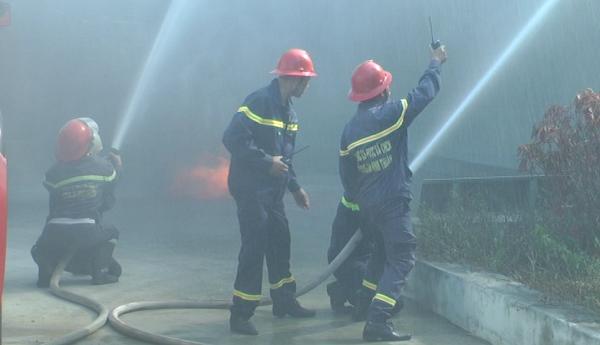 Sử dụng vòi chữa cháy đúng cách
